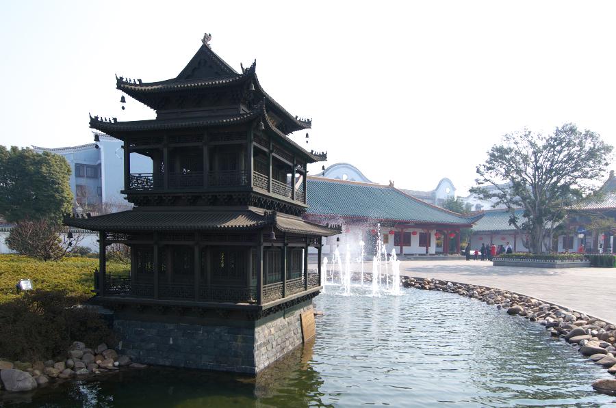 水运:岳阳楼后还有一客运码头,可以在此乘船前往君山岛游玩
